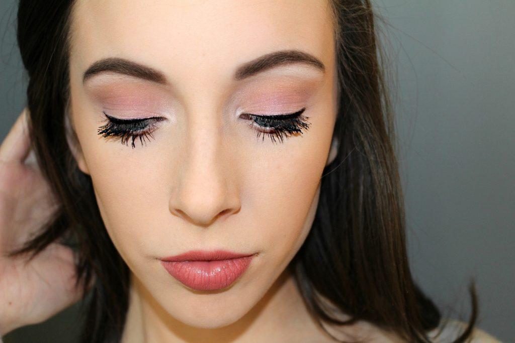 makeup 1261337 1920 2